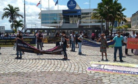 [Servidores públicos de Salvador protestam na Praça Municipal]
