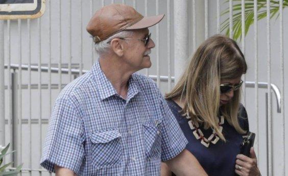 [Ex-assessor de Flávio Bolsonaro, coronel do Exército fez 16 saques que somam R$ 260 mil, diz jornal ]