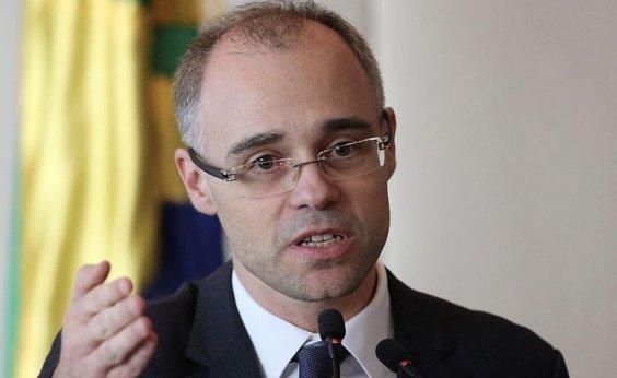 [Após problema cardíaco, ministro da Justiça tem alta em Brasília]
