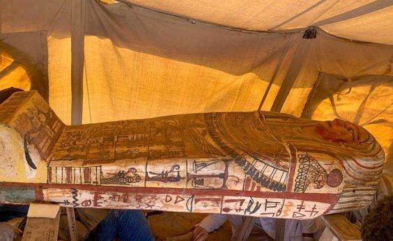 [Egito anuncia a descoberta de 14 sarcófagos com cerca de 2,5 mil anos]