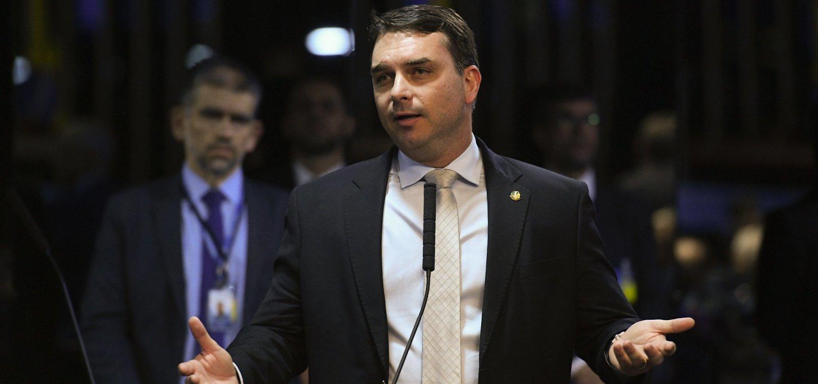 [Flávio Bolsonaro falta a acareação e MPF apura crime de desobediência]