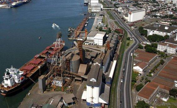 [Porto de Santos registra maior movimentação mensal da história em agosto]