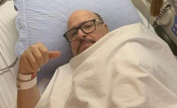 [Cantor do Roupa Nova tem alta após transplante de medula óssea]