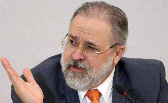 [Em 1 ano na PGR, Aras se alinhou a governo mais de 30 vezes e moveu apenas uma ação contra Bolsonaro]