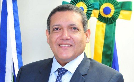 [Bolsonaro avisa que Kassio Nunes vai assumir vaga de Celso de Mello no STF]