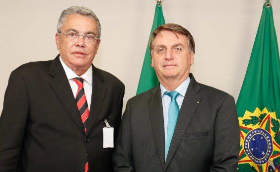 [Suspenso pelo STJD, Paulo Carneiro participa de reunião com Bolsonaro]