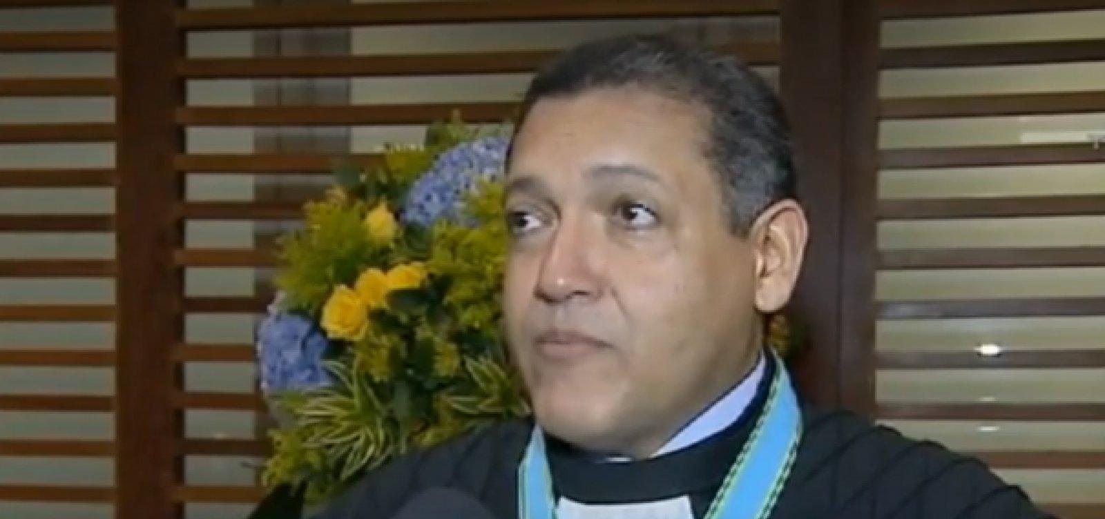 [Bolsonaro oficializa indicação de desembargador Kassio Marques para ministro do STF]