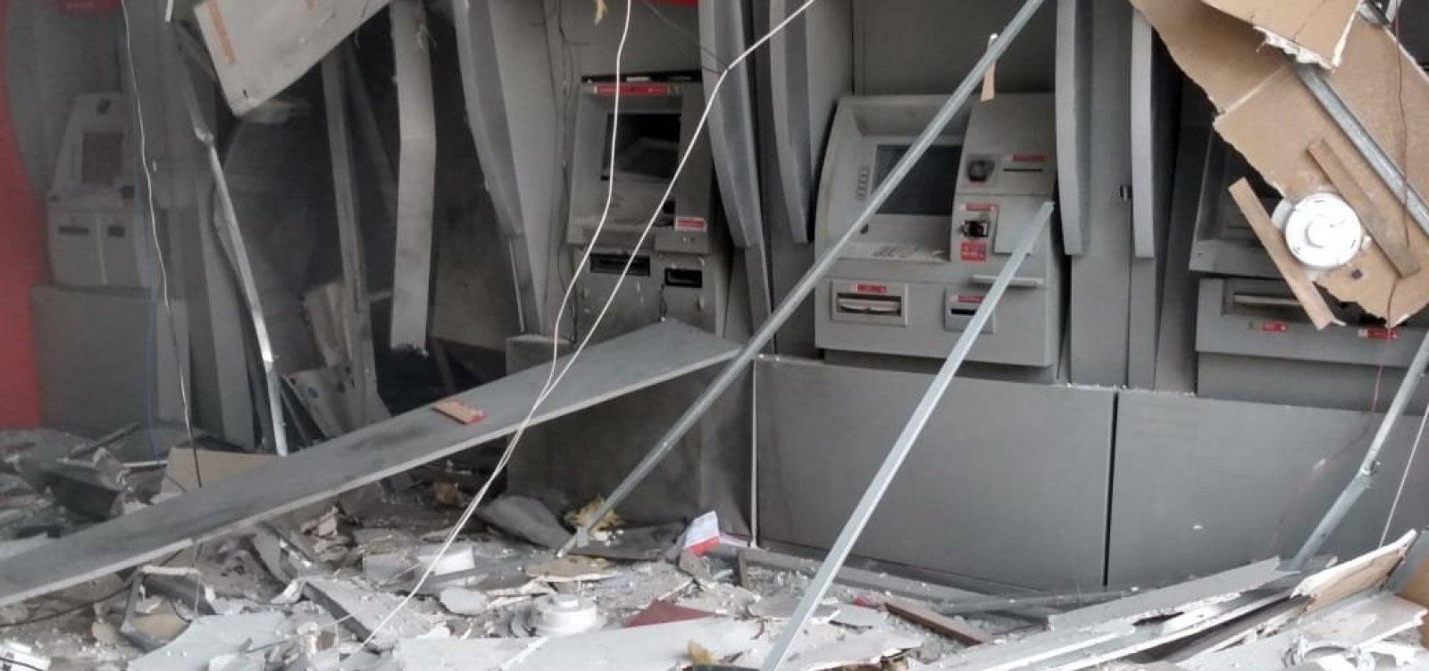 [Grupo armado explode agência bancária no Cabula para furtar caixa eletrônico]