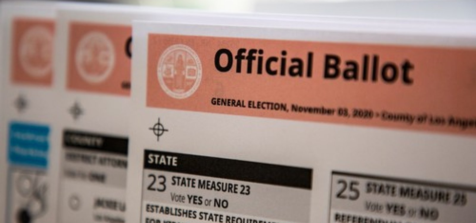 [Eleições EUA: Partido Republicano da Califórnia admite ter instalado caixas falsas para depósitos de votos ]