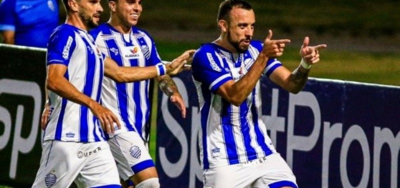 [Avaí tem quatro jogadores diagnosticados com Covid-19; time jogou contra Vitória no sábado ]