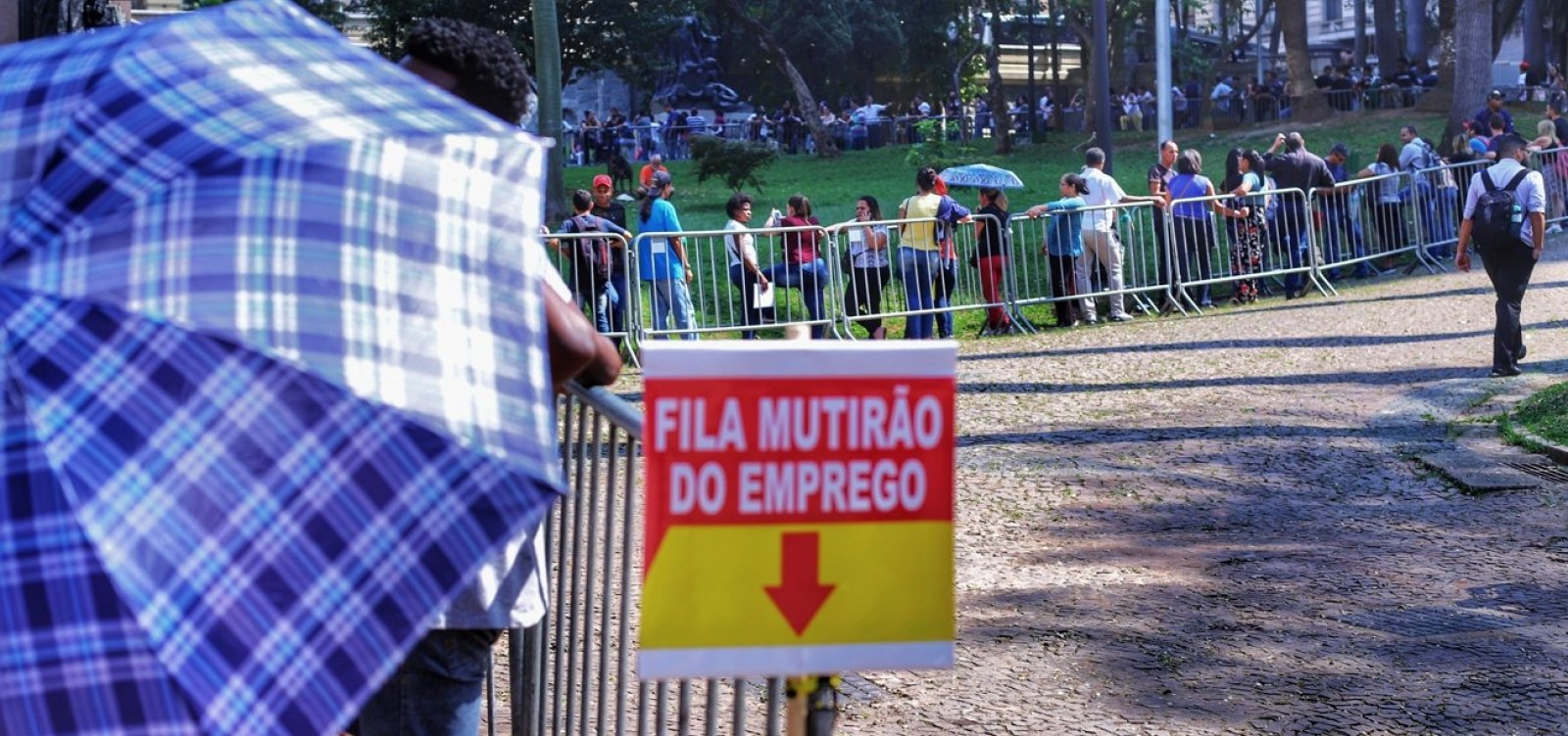 [Desemprego no Brasil bate recorde e atinge 14 milhões de pessoas]
