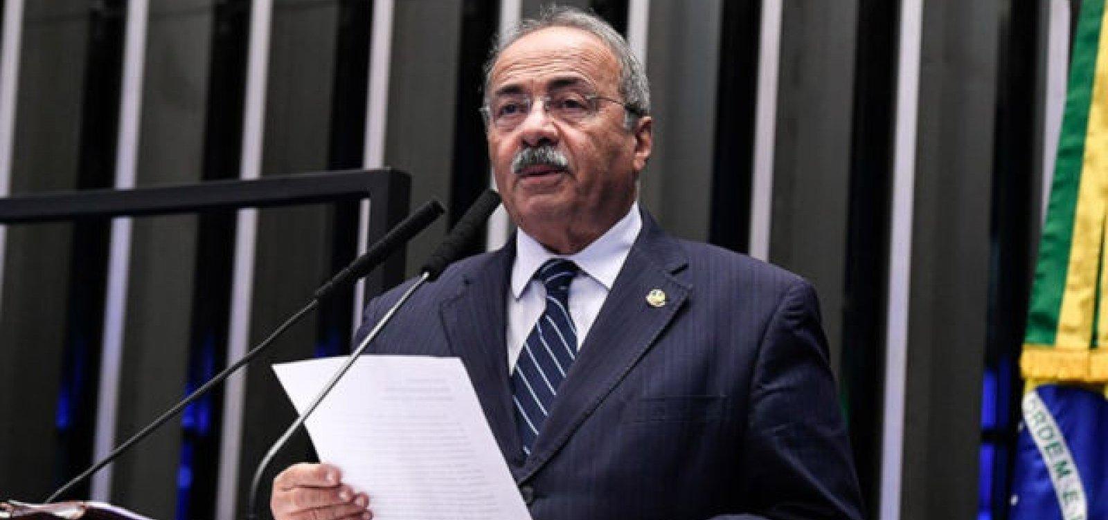 [Partidos entram com pedido no Conselho de Ética para cassar mandato de Chico Rodrigues ]