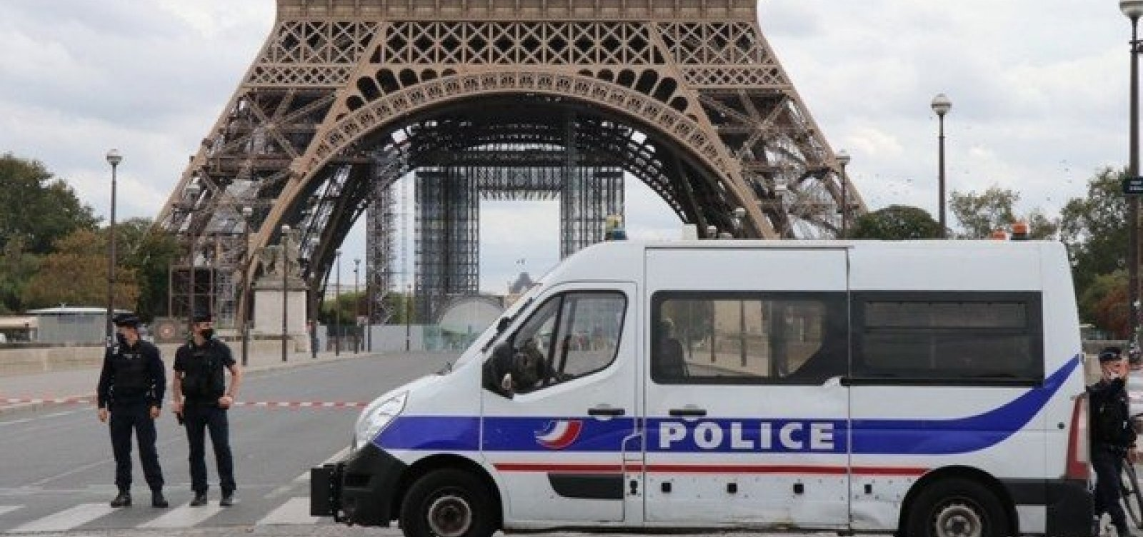 [Professor é decapitado em via pública na França e suspeita de terrorismo é investigada]