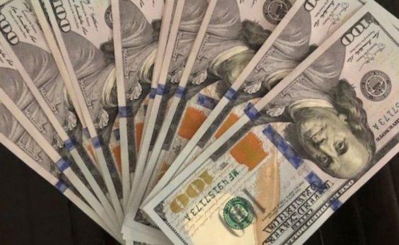 [Dólar fecha em alta e acumula ganho de 2,12% na semana]