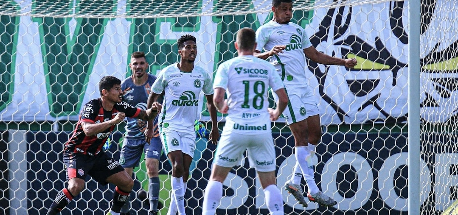 [Vitória arranca empate contra Chapecoense em Santa Catarina pela Série B]