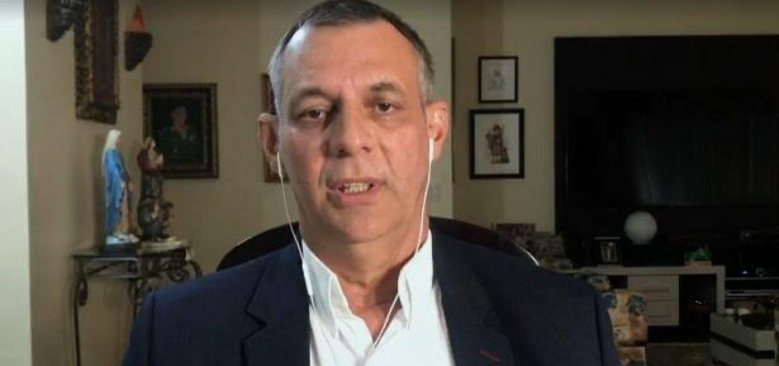 [Ex-porta-voz lamenta 'cercadinho' de Bolsonaro e diz que não tinha autoridade para repreendê-lo]