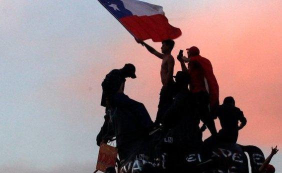 [Igrejas são incendiadas e destruídas durante protesto no Chile]