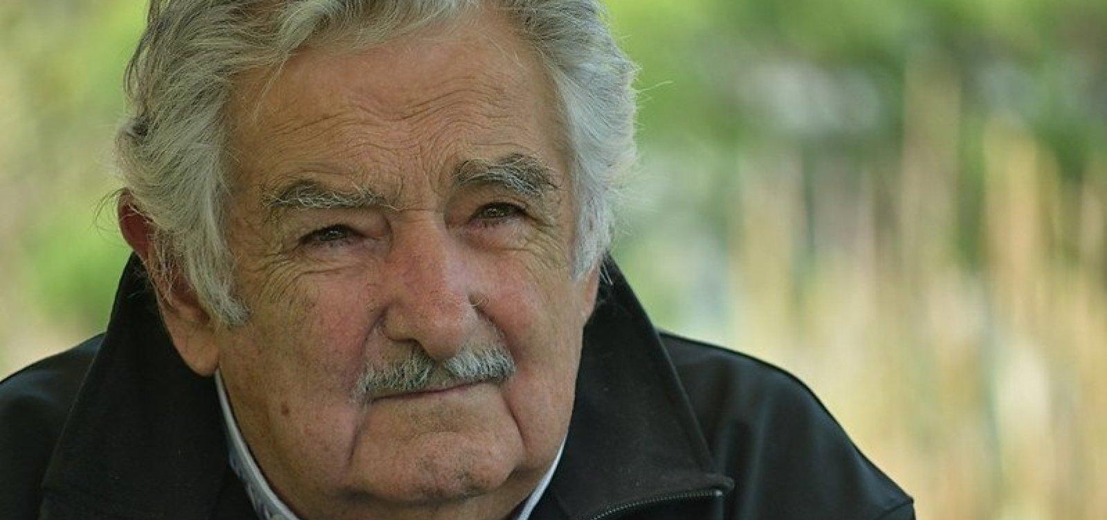[Ex-presidente do Uruguai Mujica renuncia ao Senado e se aposenta da vida política ativa ]
