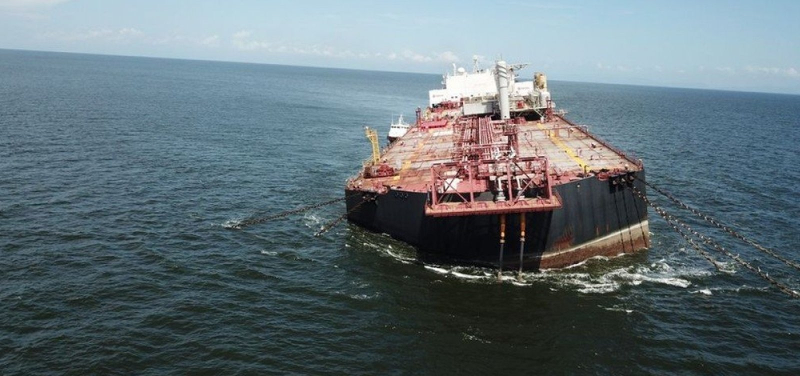 [Navio com mais 1 milhão de barris de petróleos corre risco de naufragar na Venezuela ]