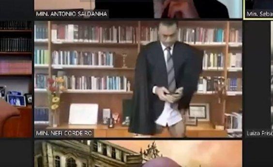 [Ministro do STJ aparece sem calças durante sessão por videoconferência]