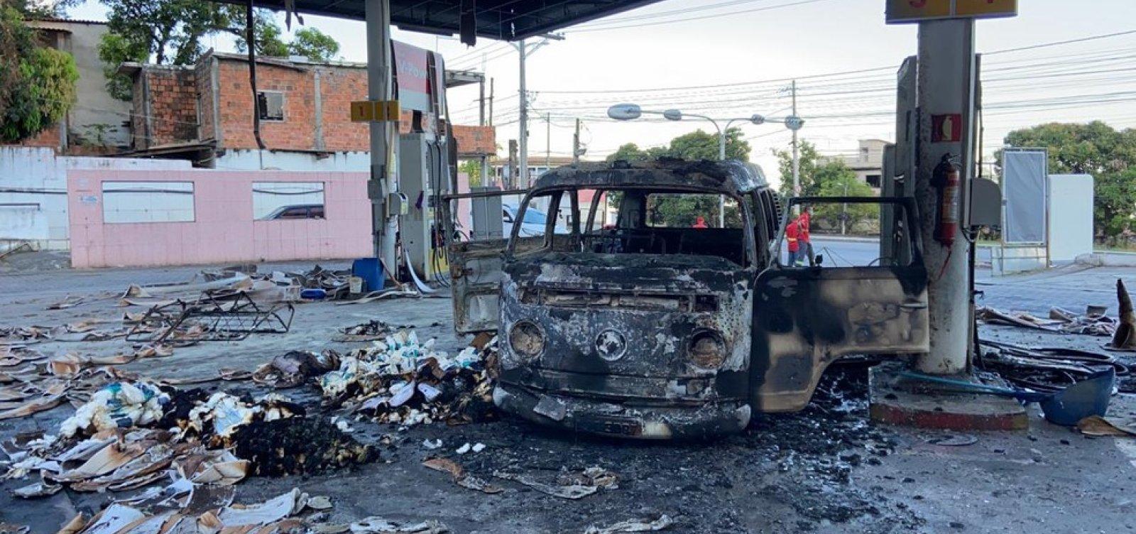 [Carro pega fogo e posto de combustível fica destruído em Salvador]