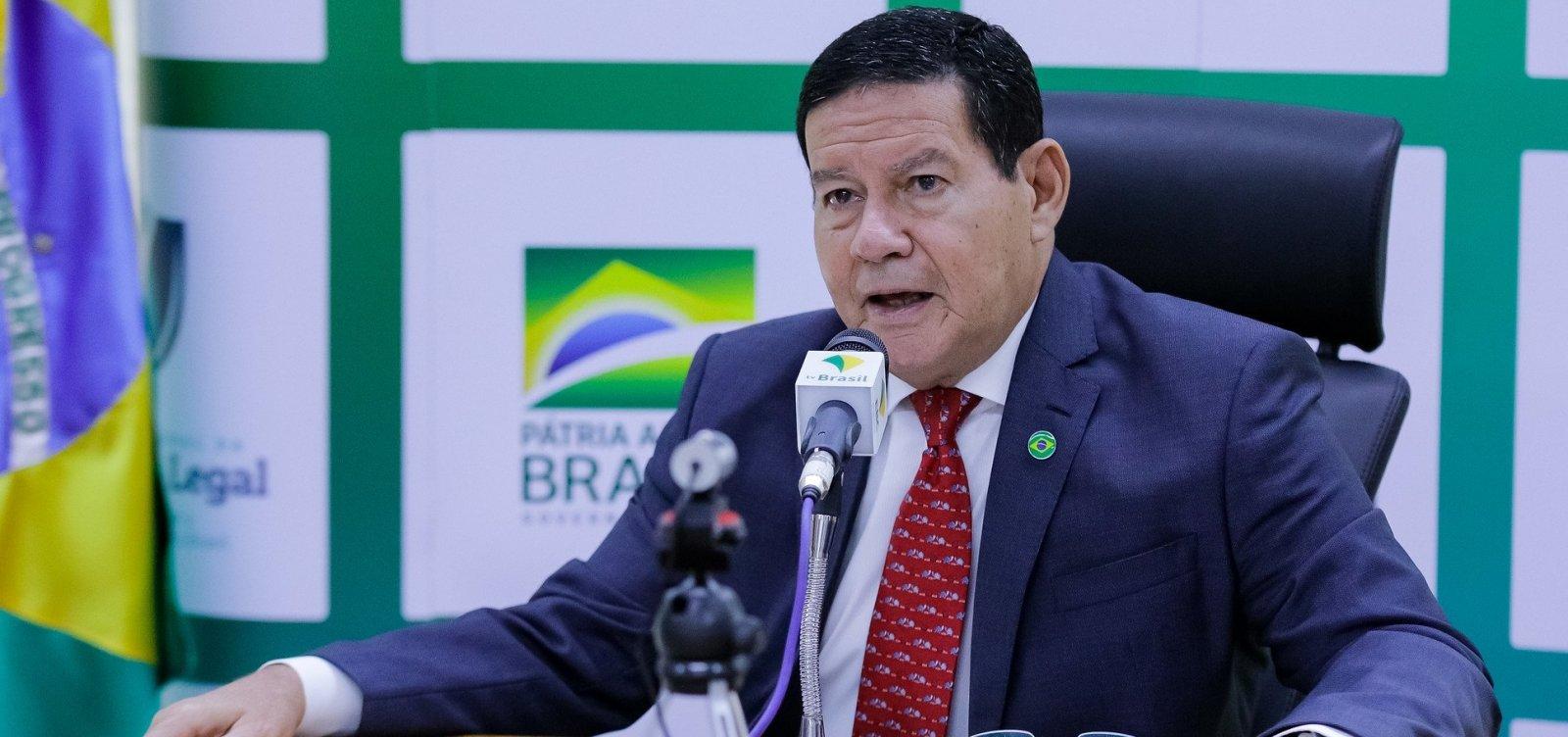 [Mourão diz que Forças Armadas estarão na Amazônia até abril de 2021]