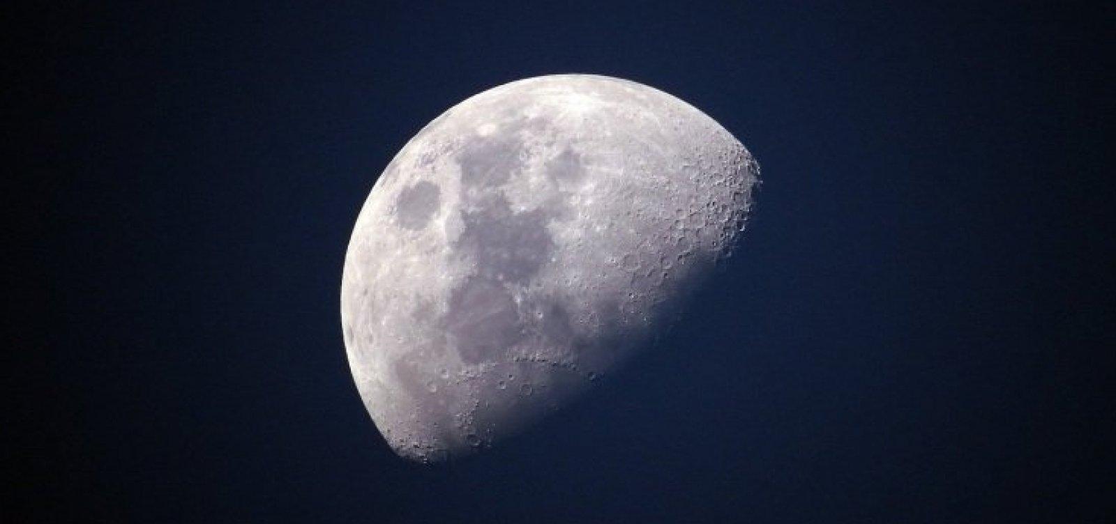 [Nasa encontra moléculas de água na superfície da Lua ]