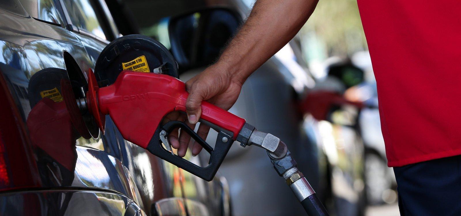 [Petrobras reduz preço do diesel em 4% e da gasolina em 5% a partir desta terça]