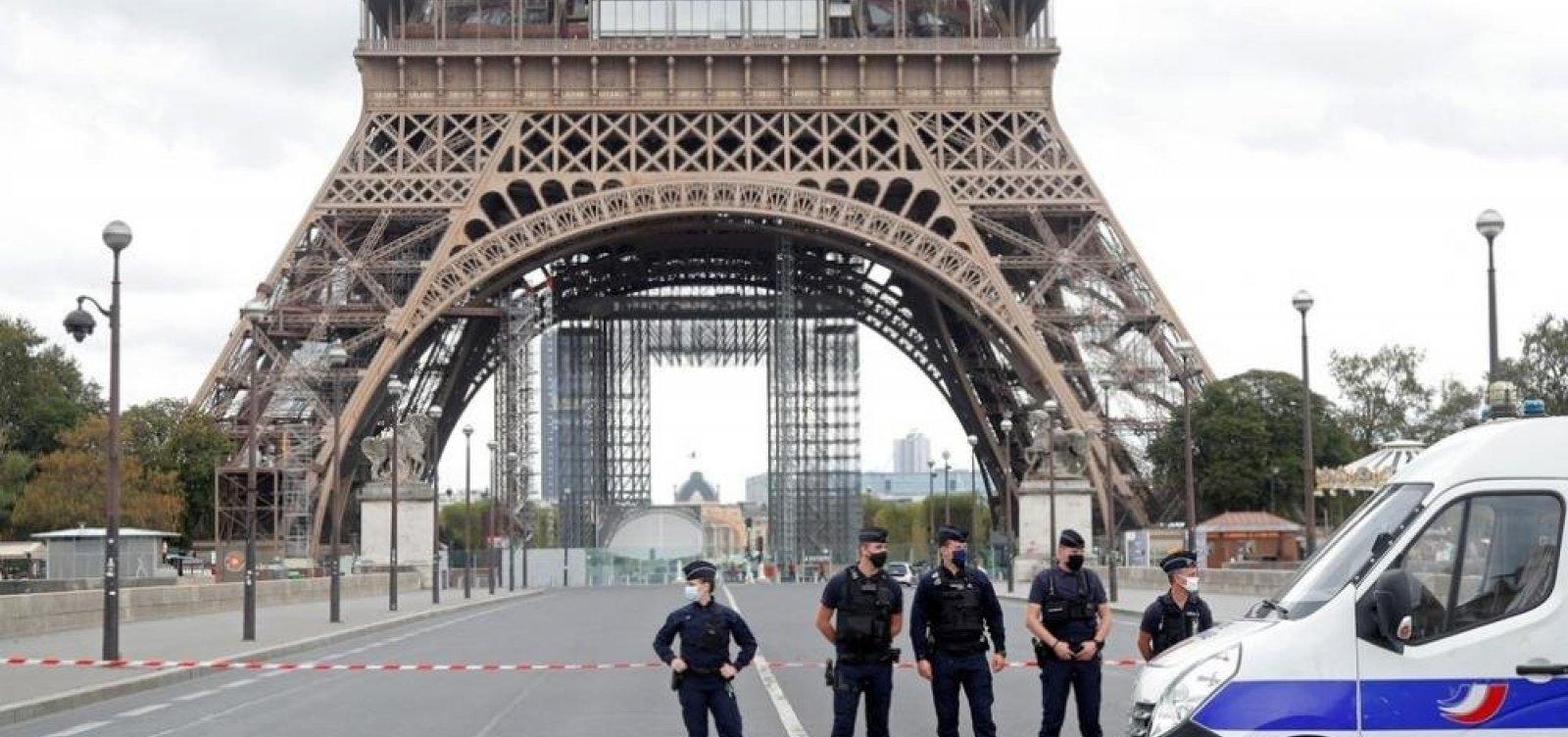 [Dupla evacuação em Paris: Torre Eiffel é evacuada após descoberta de bolsa cheia de munição  ]