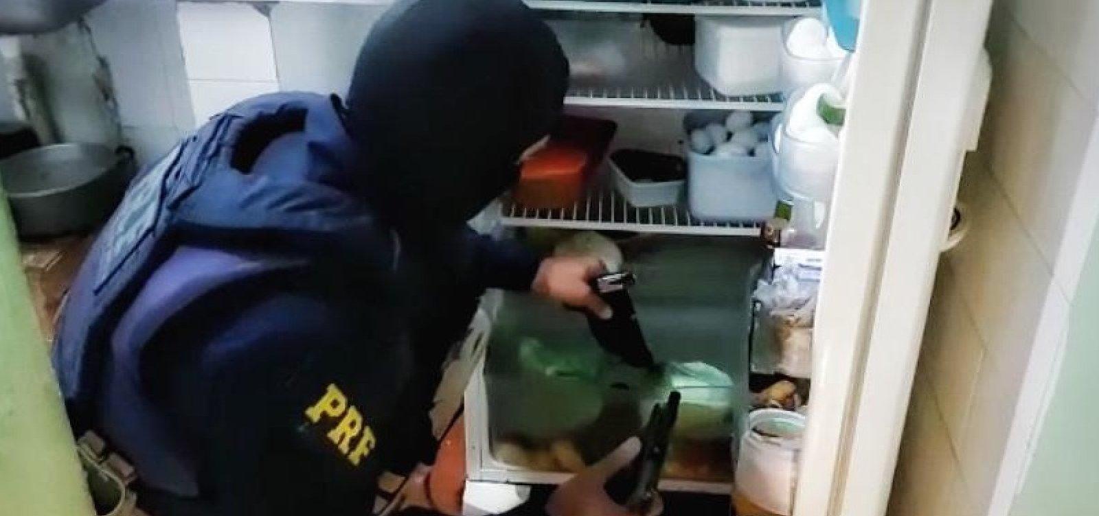 [Operação cumpre mandados de prisão contra policiais suspeitos de integrarem milícia]