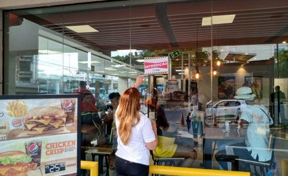 [Burger King da Av. ACM é interditada por causar aglomeração ]