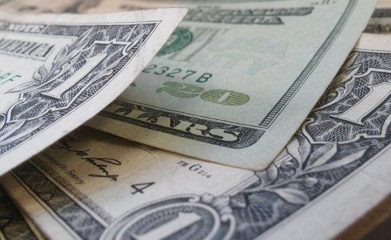 [Após três quedas seguidas, dólar fecha em alta de 0,21%]